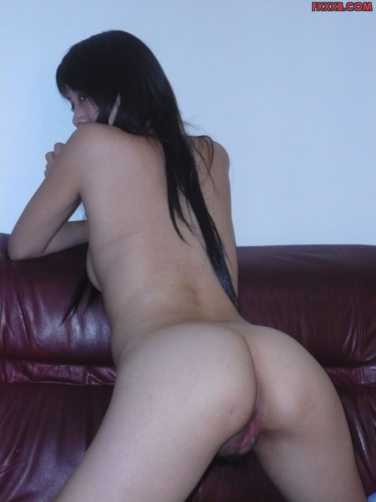Beautiful Young Asian Girlfriend Spreading Her Pussy -7828