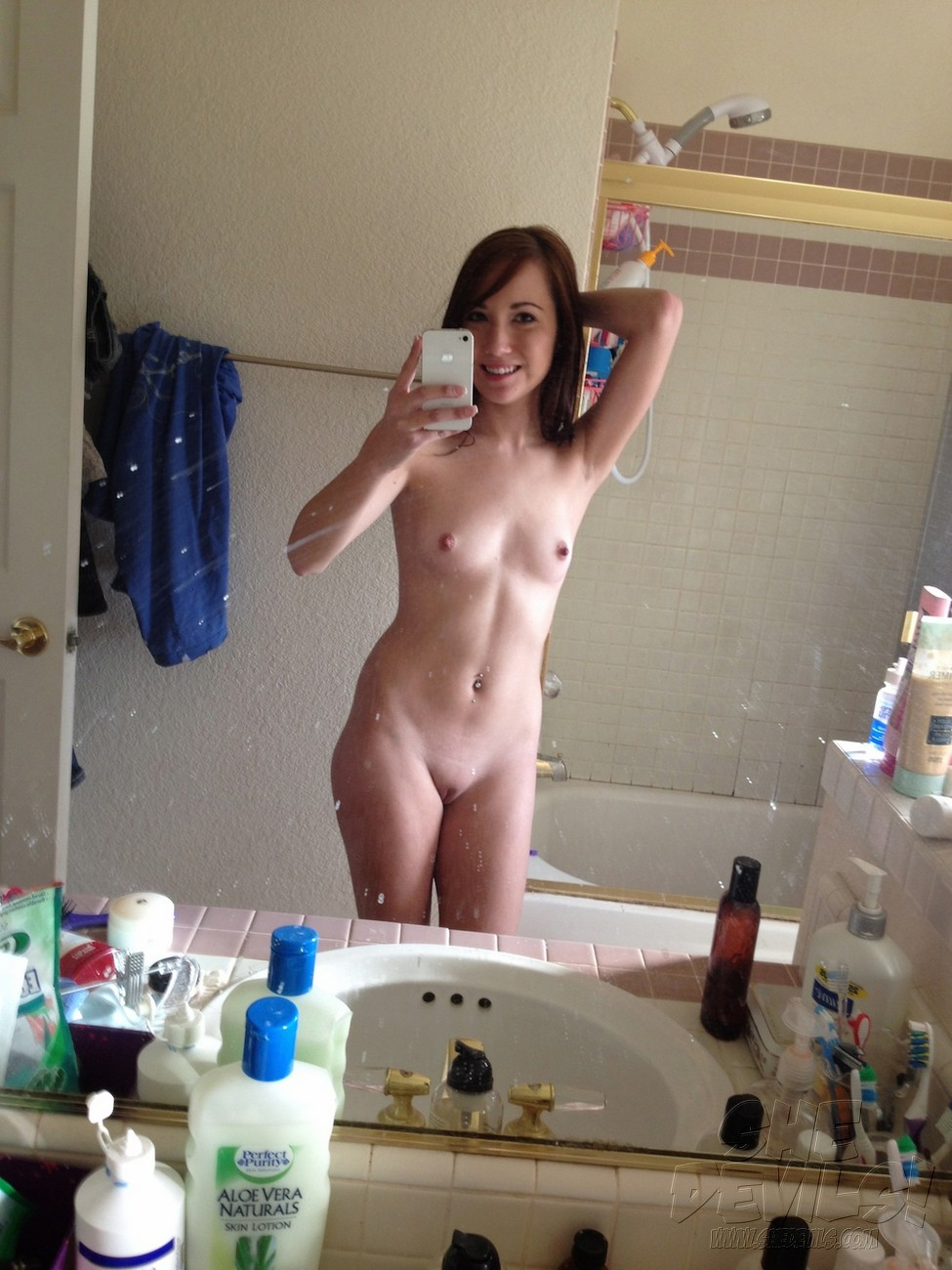 hot brazilian girls self shot nude pics