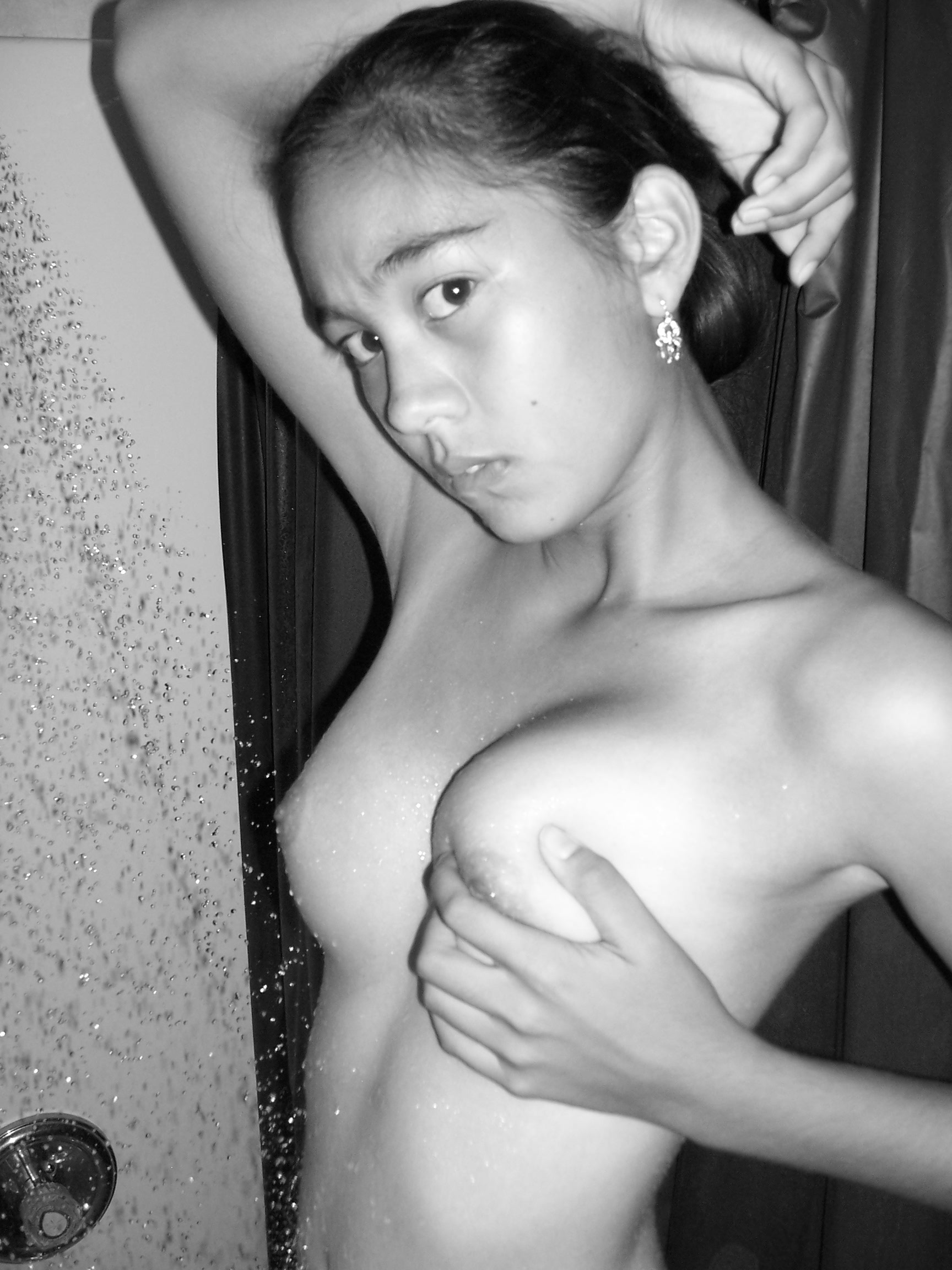 Can private asian girl nude