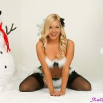 aaliyah_love_xmas_stockings_04
