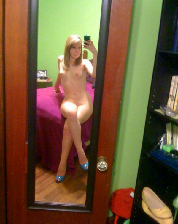 girls-pussy-tumblr-naughty-babes-exposed-nude-selfies