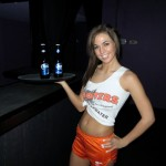 val_midwest_hooters_babe_02