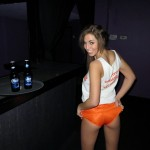 val_midwest_hooters_babe_05