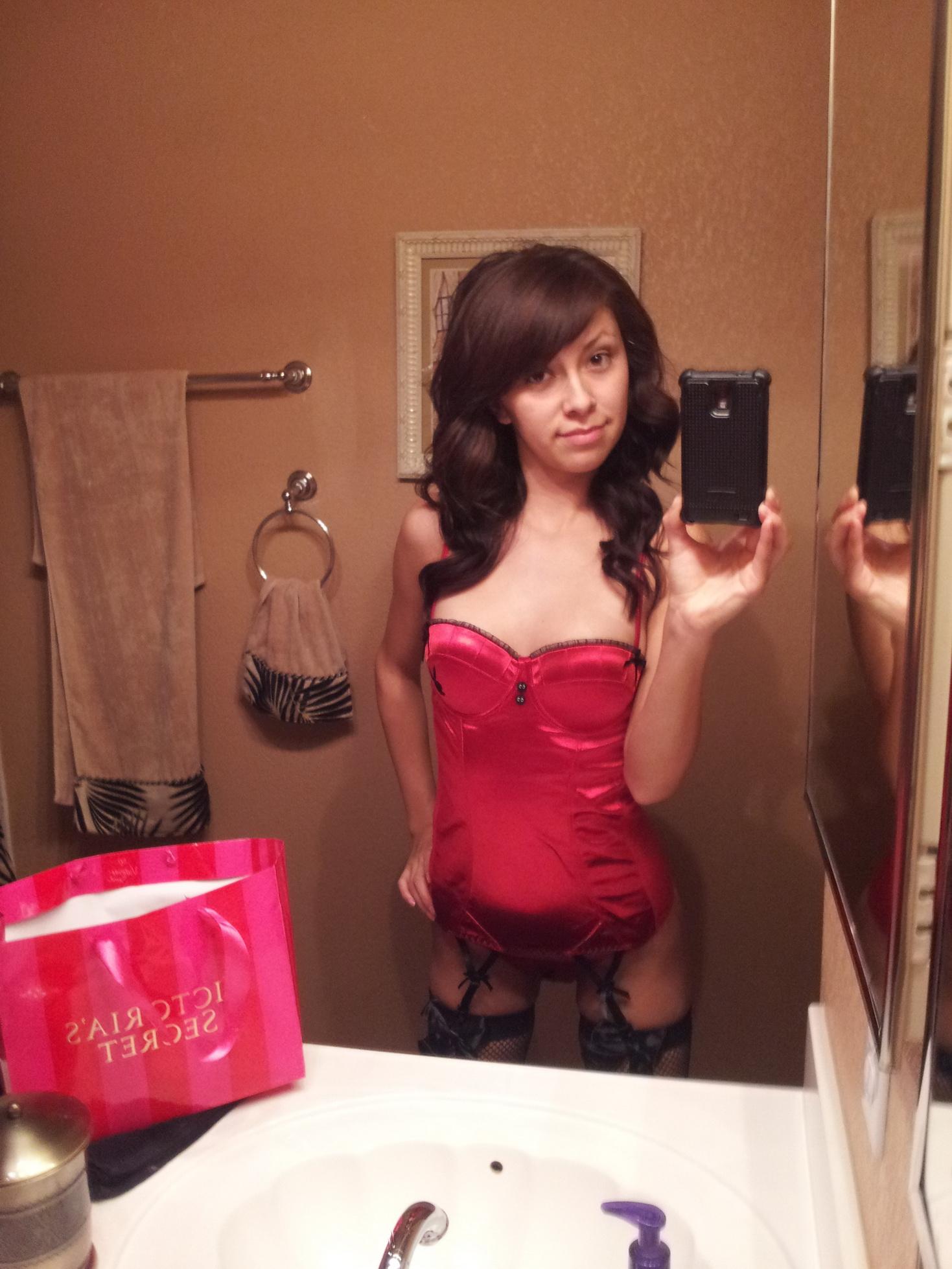 motherinlaw-navajo-girl-posing-nude