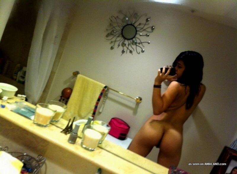 Sexy Amateur Girls Nude Iphone Self Pics In Bathroom -3344