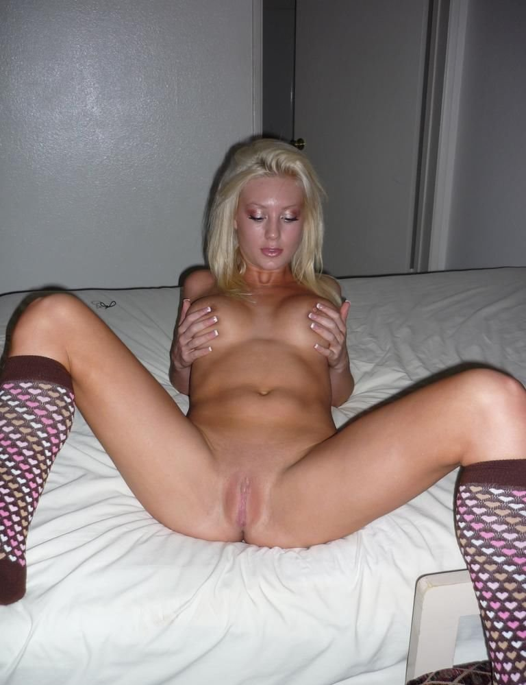 sexy amateur blonde babes tits nude
