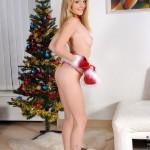 nubiles_goldie_xmas_teen_pussy_03