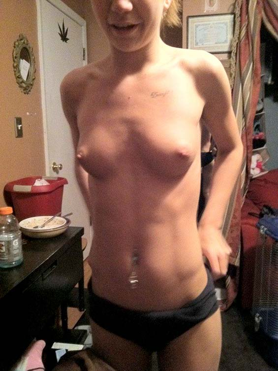 Petite White Ex Girlfriend Selfie Nude And Pussy Pix -9589