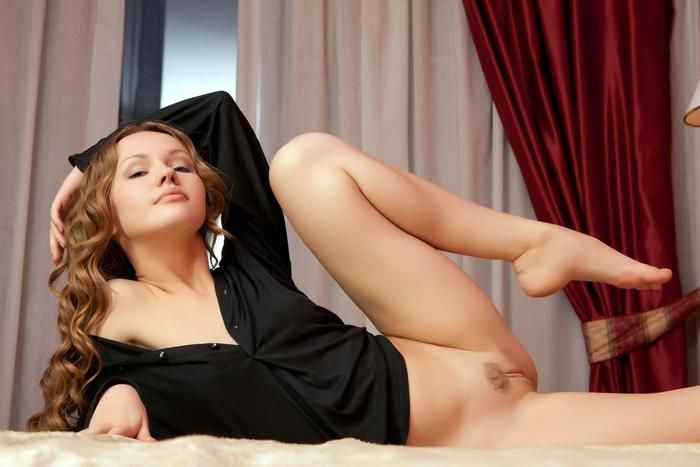 curly-hair-girls-naked-aunt-betsy-spank