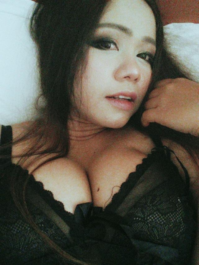 Busty natural babe with pierced nipples