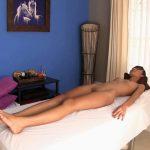 Phueng_gets_pussy_massage_004