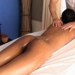 Phueng_gets_pussy_massage_008