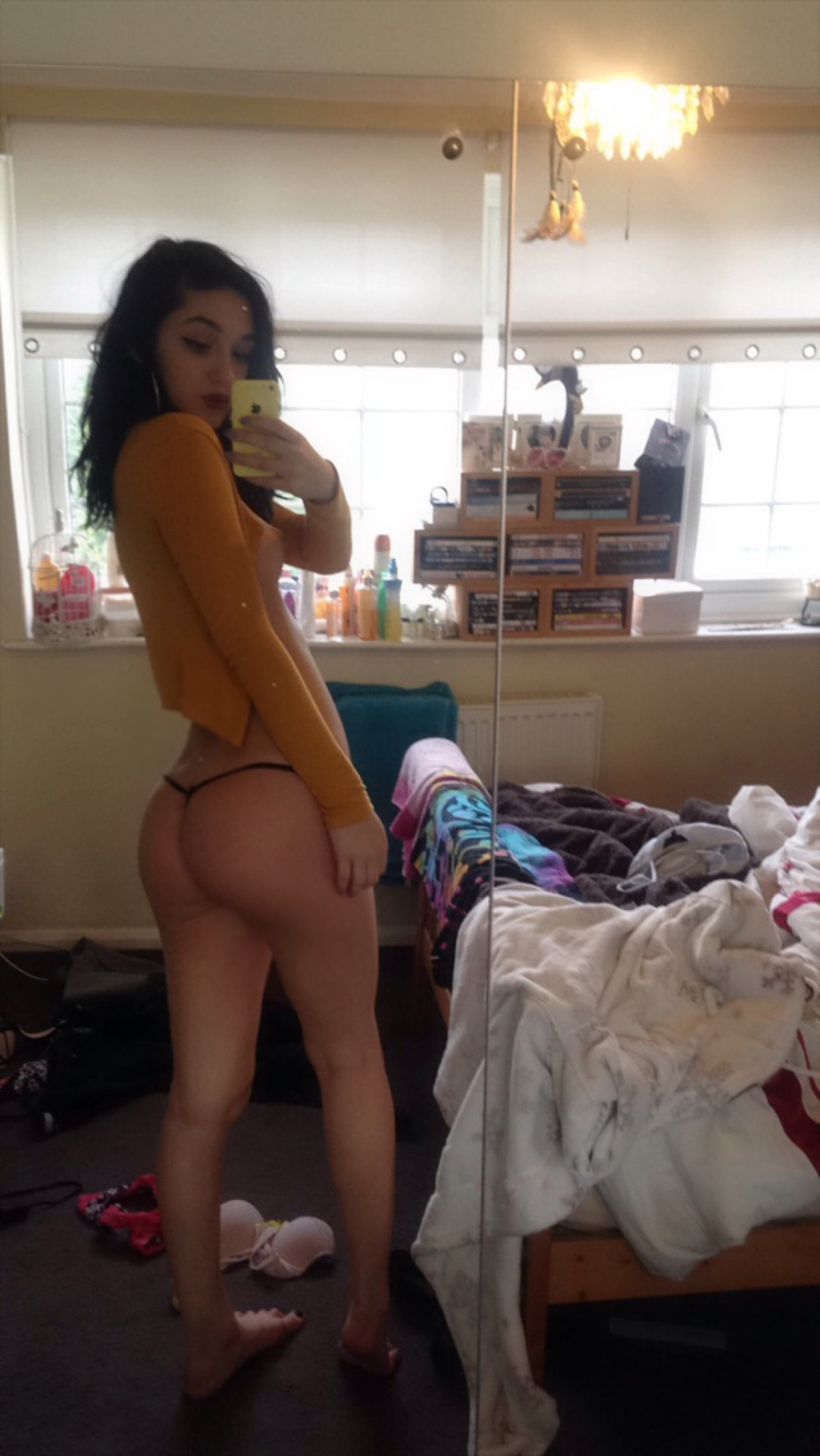 Gorgeous Instagram teen babe shows her pussy | Nude ...